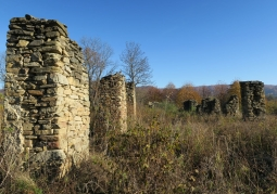 Ruiny dawnej wsi