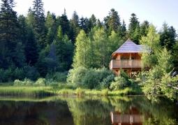 Jeziorko Bobrowe i wieża widokowa