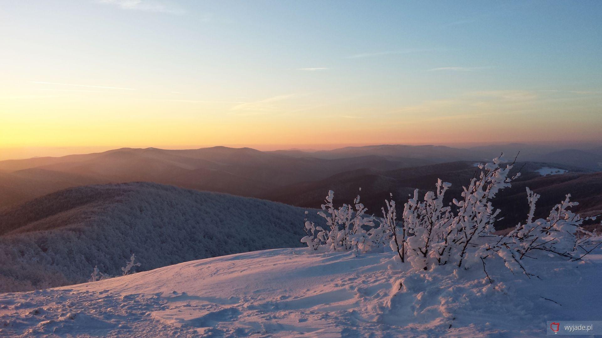 Lutowy zachód słońca z Małej Rawki