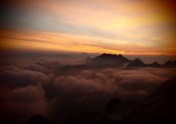 Zdjęcie: Widok na wschodzące Słońce z Rysów