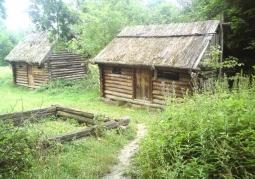 Zrekonstruowane chaty