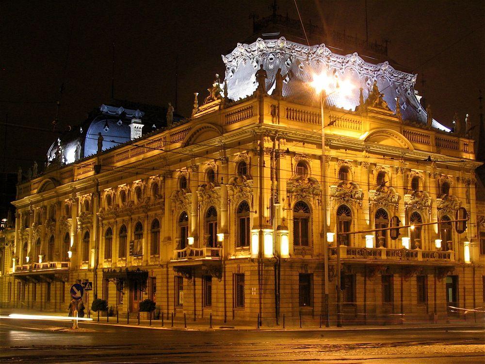 Pałac Izraela Poznańskiego nocą