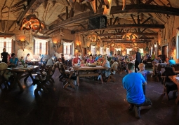 Restauracja Jaskiniowa w JuraParku Solec