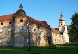 Budynek klasztorny opactwa w Rudach przed renowacją