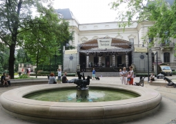 Teatr od strony parku