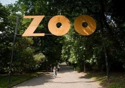 Szyld przy wejściu do Zoo