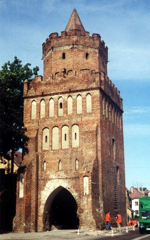 Brama Barnkowska z wieżą