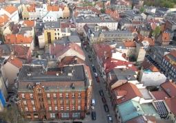 Widok z wieży kościoła Wszystkich Świętych na starówkę