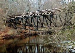 Zabytkowy most kolejowy na Gwdzie