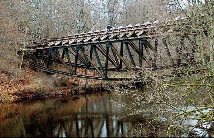 Wysadzony most kolejowy na Gwdzie