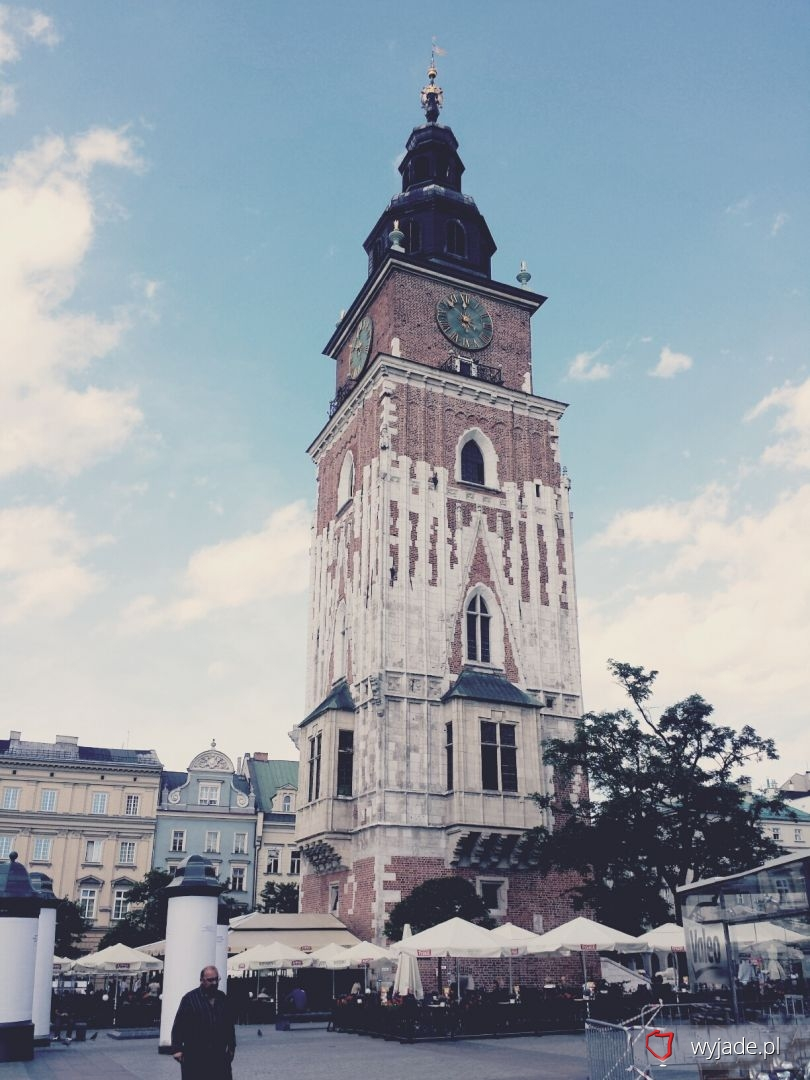 Wieża ratuszowa w krakowskim rynku