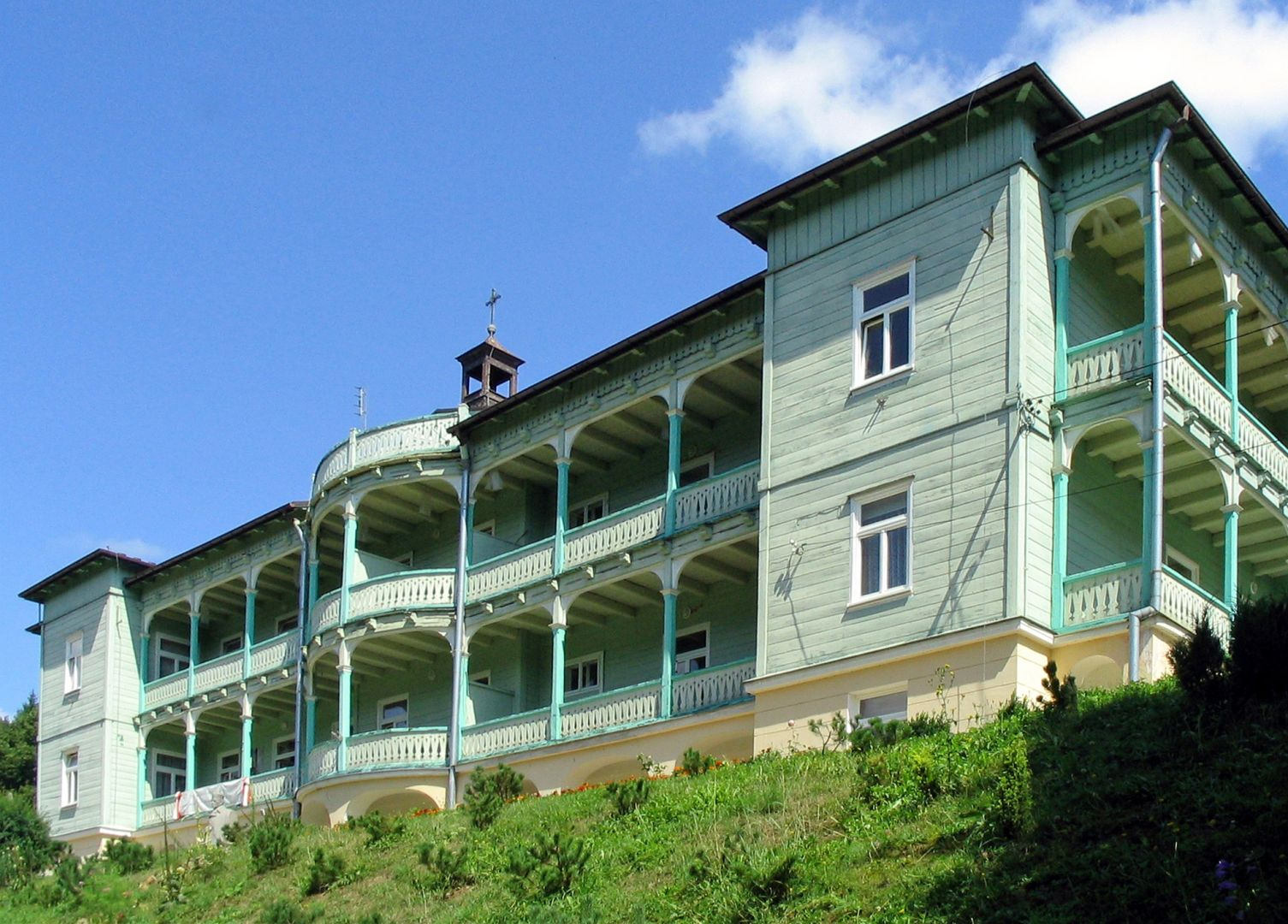 Drewniany budynek klasztoru