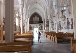 Kościół Świętych Apostołów Piotra i Pawła - wnętrze