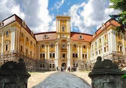 Frontowa fasada zamku