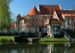 Odrestaurowany zamek