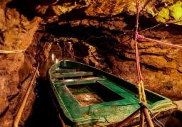 Łódka do podziemnych przepraw