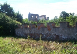 Zachowane ruiny zamkowe