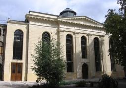 Klasycystyczny gmach synagogi