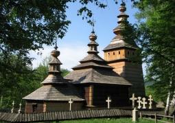 Budynek cerkwi z ogrodzeniem