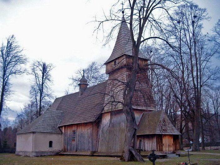 Zabytkowy kościółek w Białce Tatrzańskiej