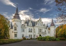 Pałac rodu Saurma - Jelcz-Laskowice