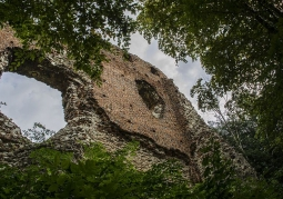 Widok na przednią ścianę zamku