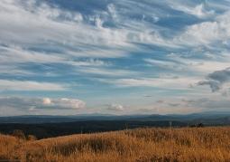 Widok z Pogórza Wielickiego na Babią Górę