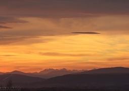 Widok z Pogórza Wielickiego na Tatry Bielskie