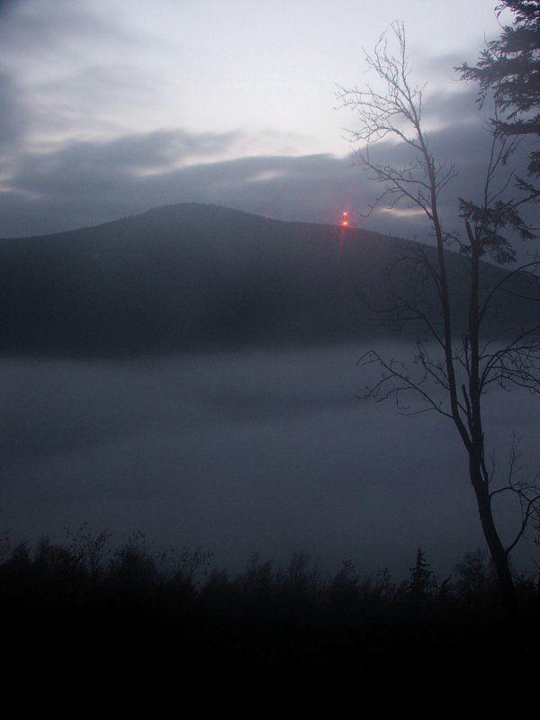 Nocny widok na Czarną Górę ze szczytu Rudki