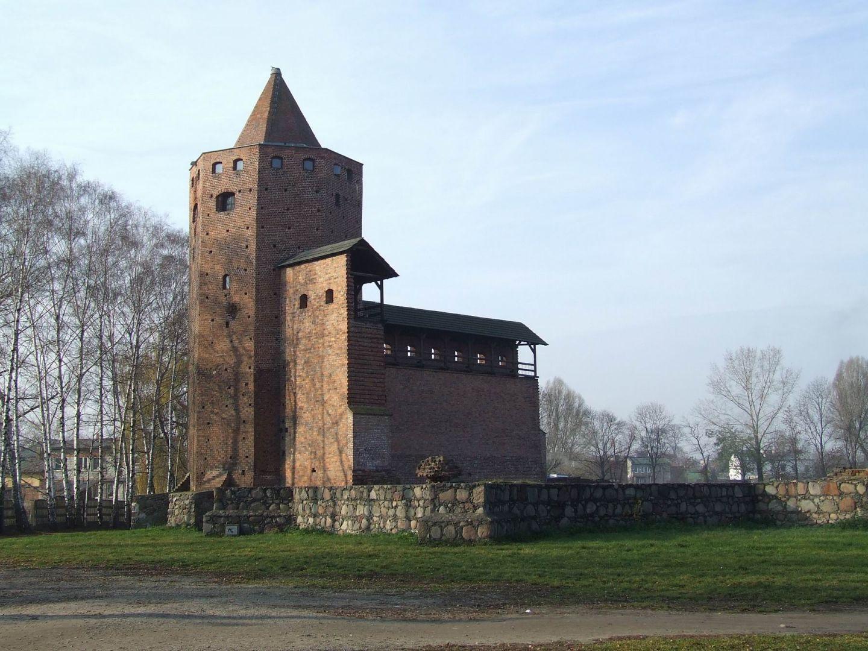 Odrestaurowane fragmenty warowni w Rawie Mazowieckiej
