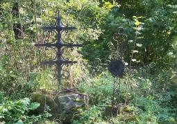 Krzyż stojący na starym cmentarzu cerkiewnym