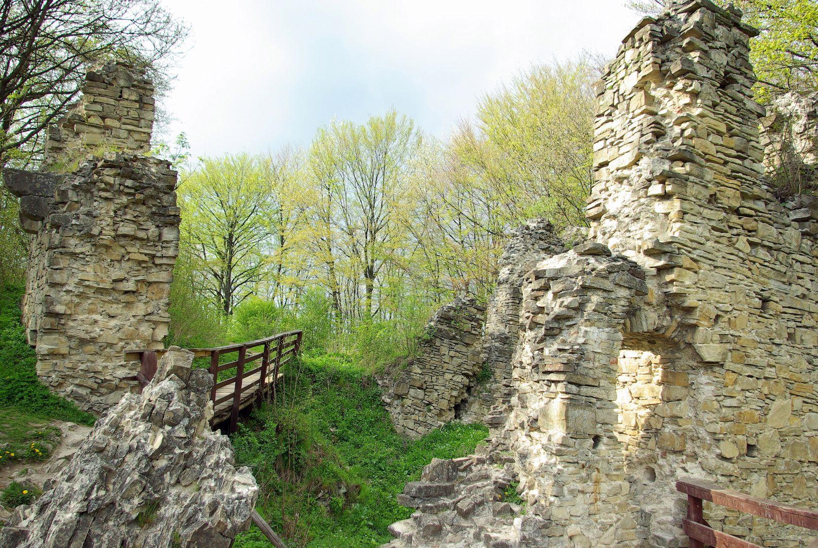 Wnętrza dawnej warowni