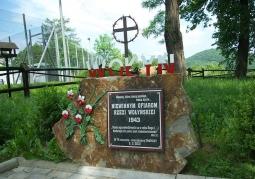 amień pamiątkowy w hołdzie ofiarom rzezi wołyńskiejj