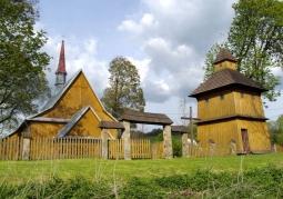 Zabytkowy drewniany gmach kościoła