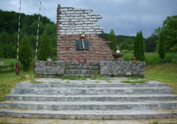 Obelisk w Bykowcach