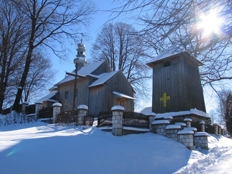 Budynek kościoła zimową porą