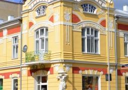 Zdobiona fasada kamienicy