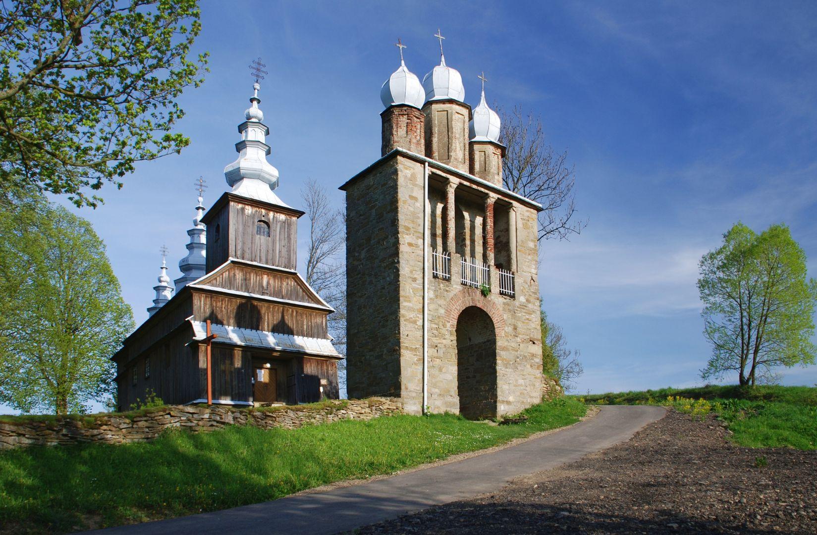 Cerkiew w bramną dzwonnicą