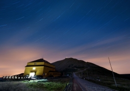 Dom Śląski nocą