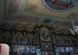 Ikonostas w dawnej cerkwi greckokatolickiej