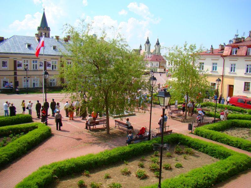 Widok na plac od strony willi Zaleskich