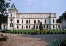 Zamek szlachecki - widok frontowy