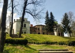 Pałac - widok z przodu