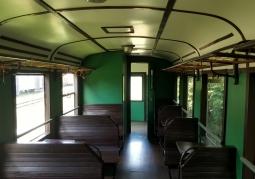 Wnętrze zabytkowego wagonu