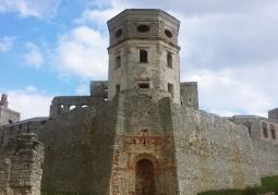 Tylnia wieża zamkowa