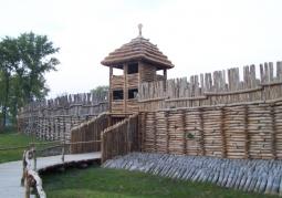 Brama zrekonstruowanej osady