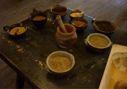 Naczynia i tradycyjne przyprawy do wyrobu piernika