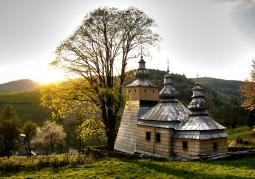 Cerkiew przy zachodzącym słońcu