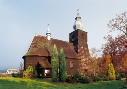 Drewniany zabytkowy kościół