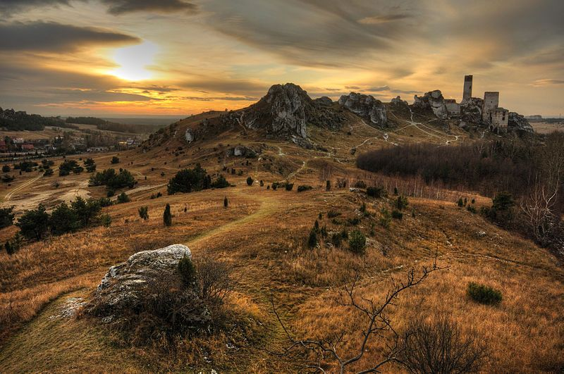 Widok ruin z Ostrej Góry